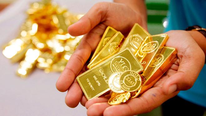 dùng tiền để mua vàng